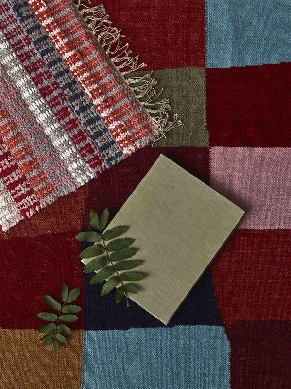 Handvävda mattor från finska Fin Arte, gjorda av återbrukat material och med global hantverkstradition. (Foto Finarte)