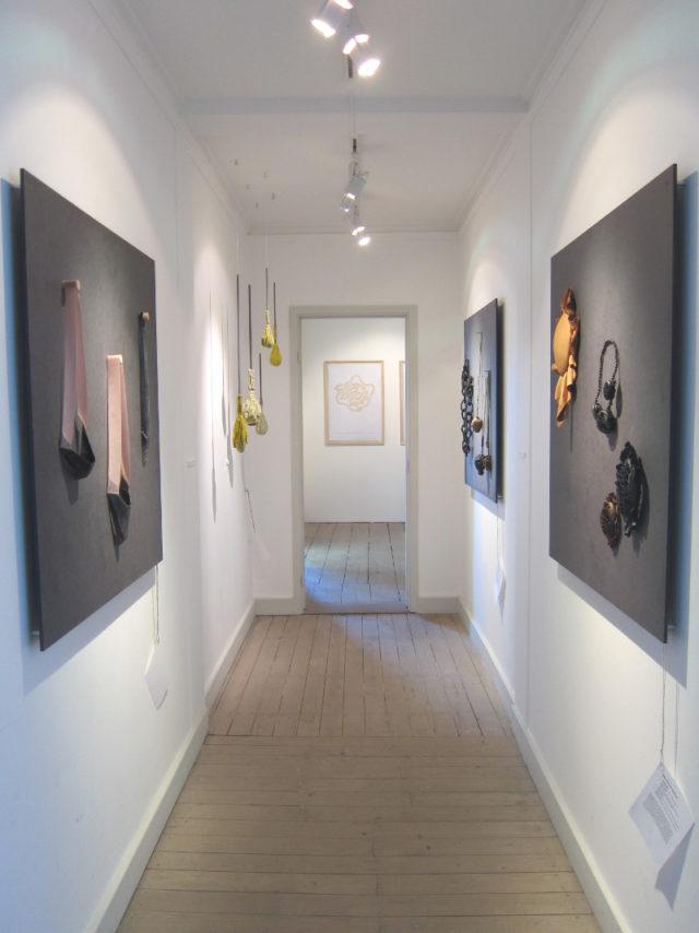 Smyckekonstutställningen pågår på Gustavsbergs konsthall fram till söndag 13 maj. (Foto Kurbits)