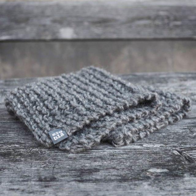 Pläd från Eldblå, allt material från gotländsk ull. (Foto Anna Sundström)