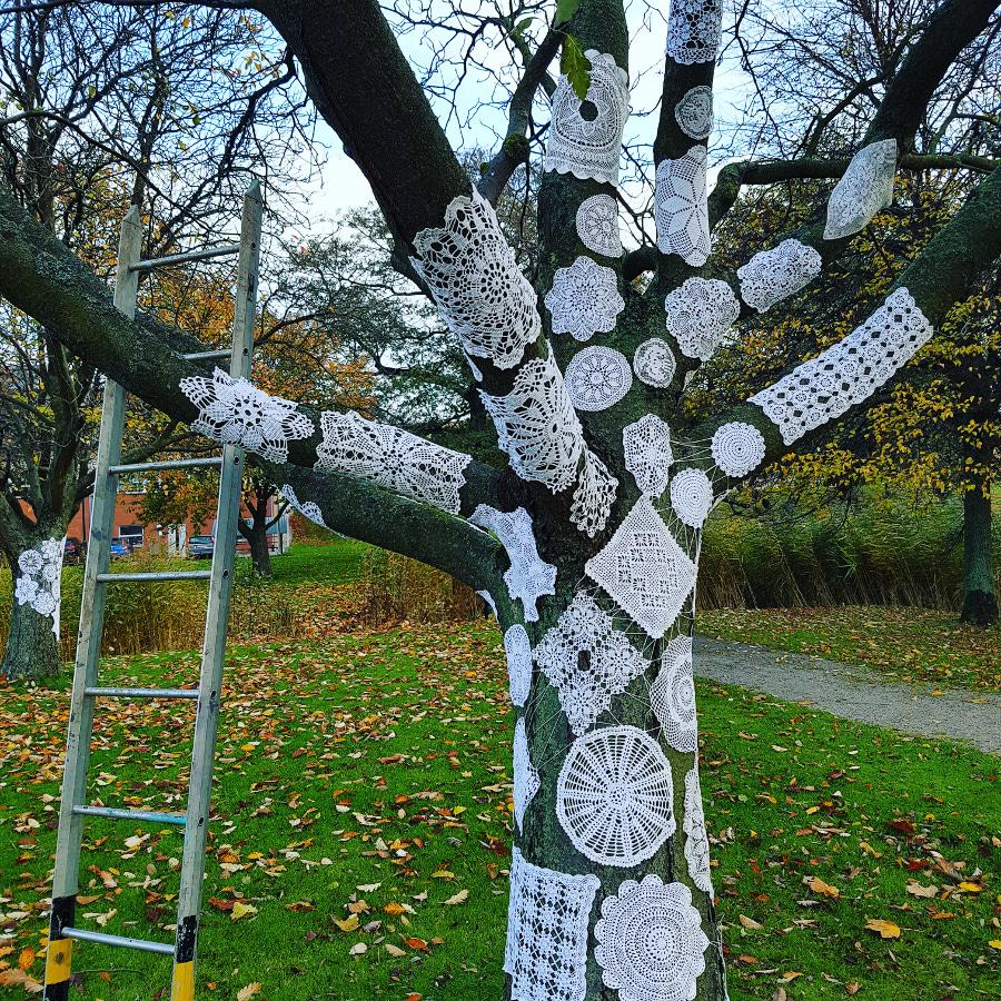 Husmorsgraffiti i gårdagens workshop blev hopsatt till detta vackra - Ifö Center i Bromölla, kolla in i helgen! (Foto Karina Paulsson)