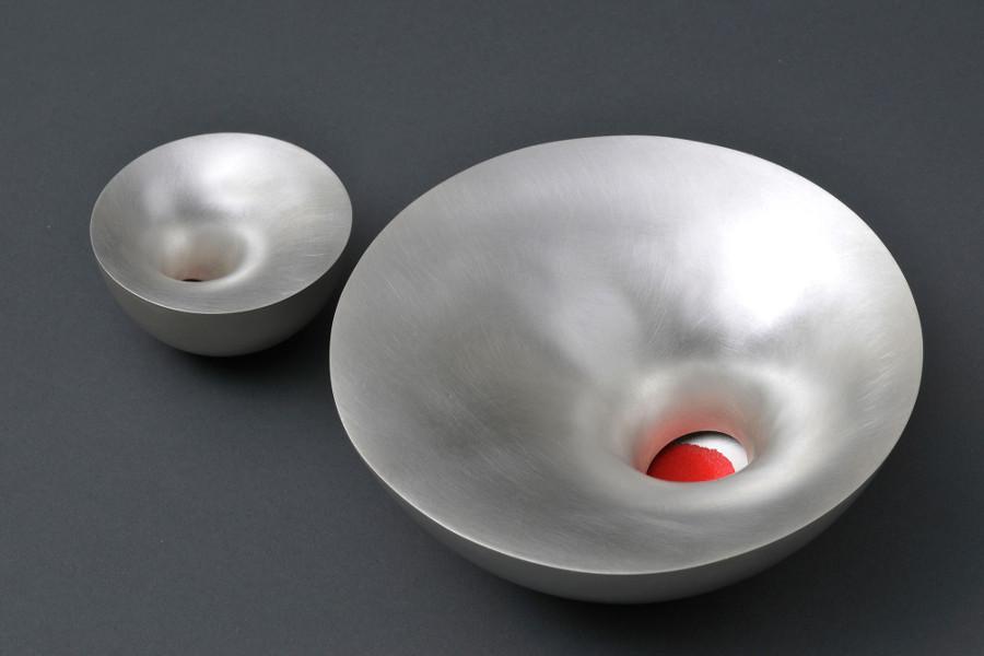 Red sand bowl, av Adi Toch. (Foto Sussie Ahlburg)