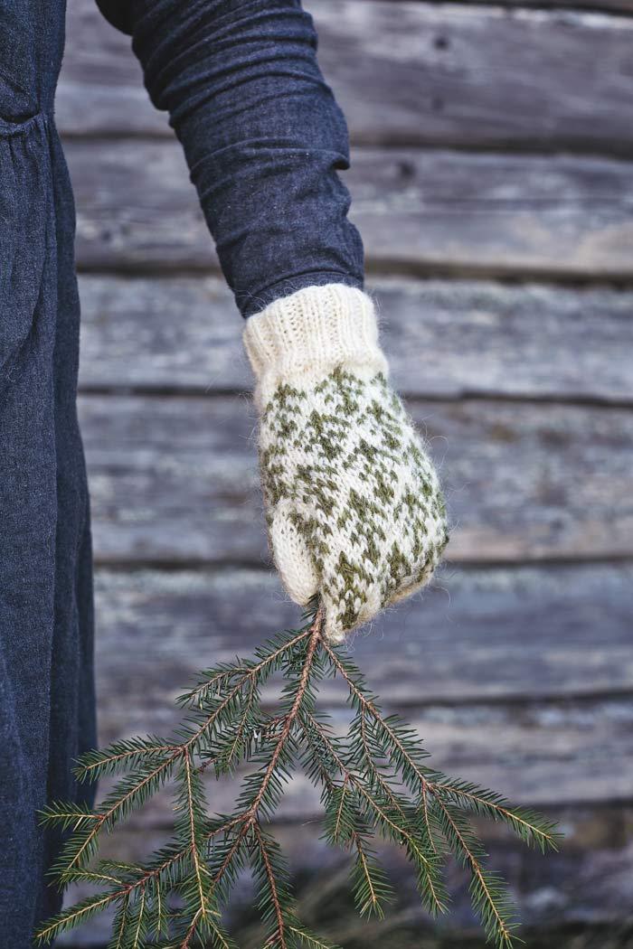Granskott, ur boken 35 vantar. Rustika och varma, perfekta för en långpromenad i granskogen enligt författaren Maja Karlsson. (Foto Helén Pe)
