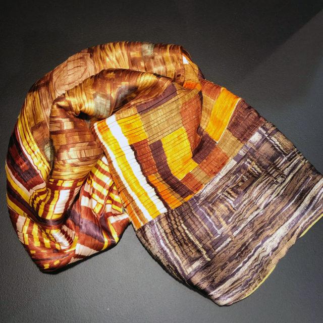 Vinnaren av mässans pris Formex Formidable gick till Van Deurs och Susanna Beskow för hennes fantastiska plisserade sjalar. Dessutom tillverkade med så mycket bra omtanke - hon återvinner gamla textilier och gör dem nya genom sin plisseringsteknik. Smart!