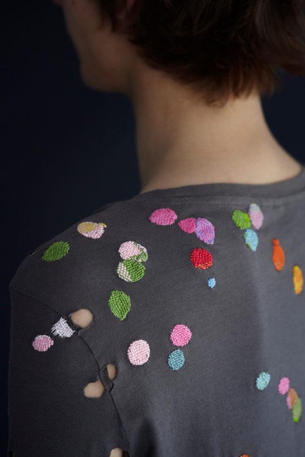 Två böcker med fokus på lagning av dina kläder har nyligen kommit ut på Hemslöjdens förlag. Teknikhäftena som heter Stoppa och Lappa är gjorda av Katarina Evans och Katarina Brieditis. (Foto Karin Björkquist)