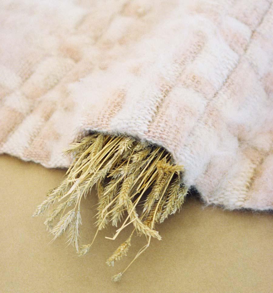 Carina Petersson(HDK) Wool inhabited. (Foto Almgrens sidenväveri)