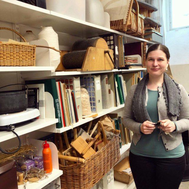 Cecilia Aneer är lektor i textilvetenskap och visade mig runt i lokalerna på Uppsala Universitet. (Foto Kurbits)