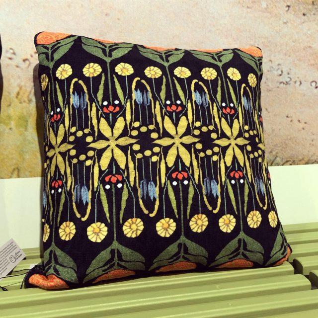 Carl Larsson-gården har tagit fram nytolkningar av Karin Larssons textilier och de produkter som finns på Sundborn, många fina produkter i den kollektionen. (Foto Kurbits)