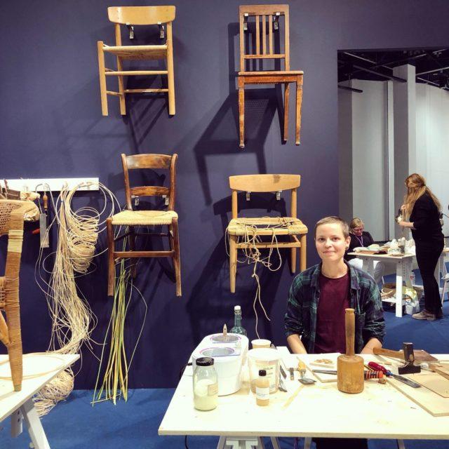 Jag träffade också Pernilla Blixt som är mästare i möbelrestaurering. Hon satt i Hantverksrådets och Hemslöjdens monter för att berätta om sitt yrke och sin roll som mästare. Roligt att höra om! (Foto Kurbits)
