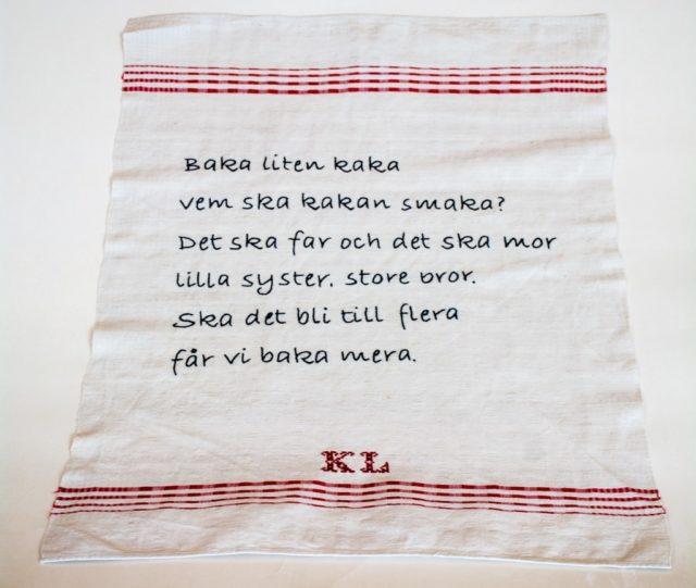 Broderi av Monica Pålsson, Karlskrona, deltagare i den pågående utställningen Bokstavligt slöjdat, på Hemslöjden i Skåne just nu. (Foto Kalle Forss)