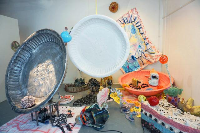 Verket heter The last party och är gjort av Anna Tedestam. Hon är Artist in Office på Konsthantverkscentrum och går att besöka under Stockholm Craft Week som öppnar på torsdag. Gå och se! (Foto Anna Tedestam)