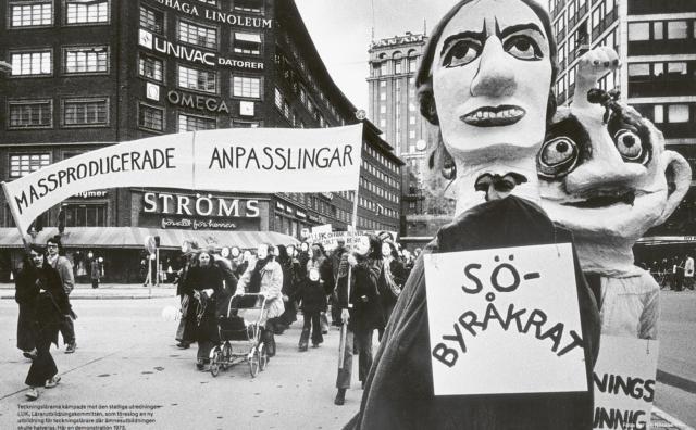 """Bild ur boken: """"Teckningslärarna kämpade mot den statliga utredningen LUK, Lärarutbildningskommittén, som föreslog en ny utbildning för teckningslärare där ämnesutbildningen skulle halveras. Här en demonstration 1973"""". (Foto Per L-B Nilsson)"""